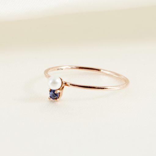 K10 珍珠子母小精靈戒指 湛空藍